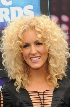 kimberly schlapman of little big town can not only sing