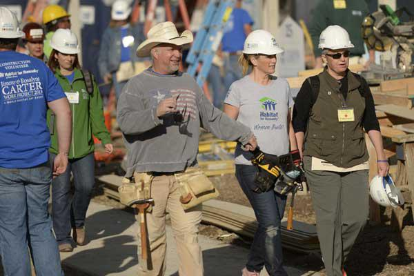 Garth brooks and trisha yearwood center work on building a home during