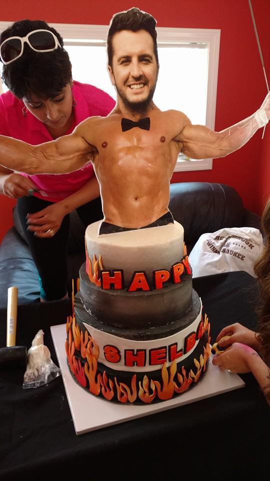 Luke Bryans Wife Caroline Surprises Him With Crazy Birthday Cake