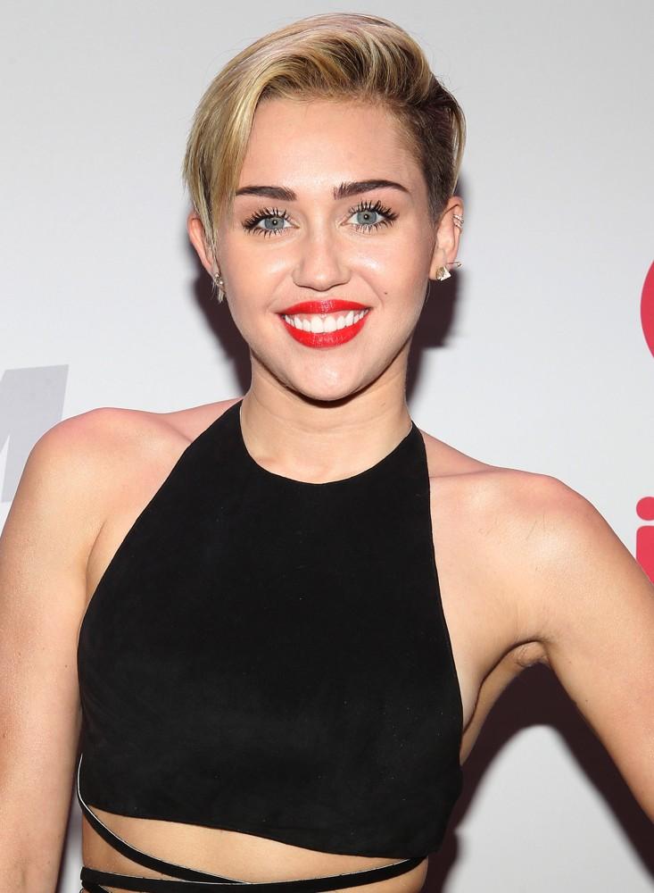 WATCH Miley Cyrus Sings A Miley Cyrus